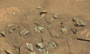 Descubren en Marte una roca en forma de fémur