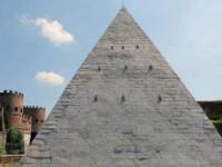 Restauran la pirámide Cestia de Roma
