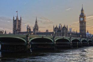 Theresa May endurecerá las medidas antiterroristas en Reino Unido