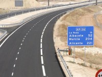 El gobierno bajará las tarifas de peaje en las horas de menos tráfico
