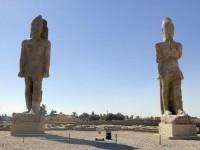 Los colosos de Amenofis III vuelven a flanquear la entrada al templo de Luxor