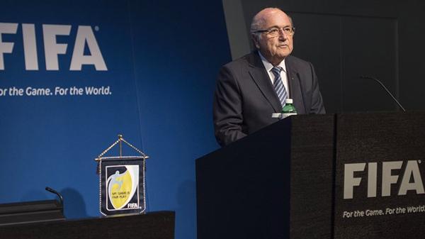 Blatter es reelegido y dimite a los 4 días