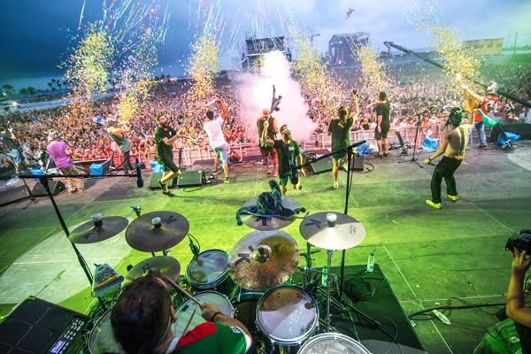 La lluvia paraliza el Arenal Sound Festival