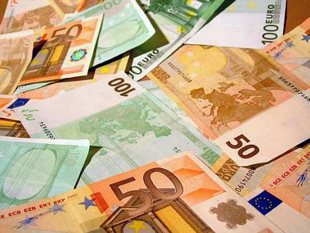 El euro se mantiene estable, pero en mínimos