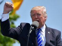 Duras críticas a Trump por su tolerancia con la violencia racista
