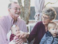 Cuidar de los nietos, bueno para la salud