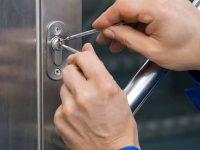 Cómo diferenciar a un cerrajero profesional de un estafador